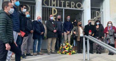 [VIDEO] Gravina, il sindaco rende omaggio ai defunti e depone una corona di fiori al cimitero comunale